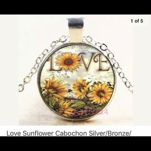 🎈NWOT Sunflower Cabochon Necklace